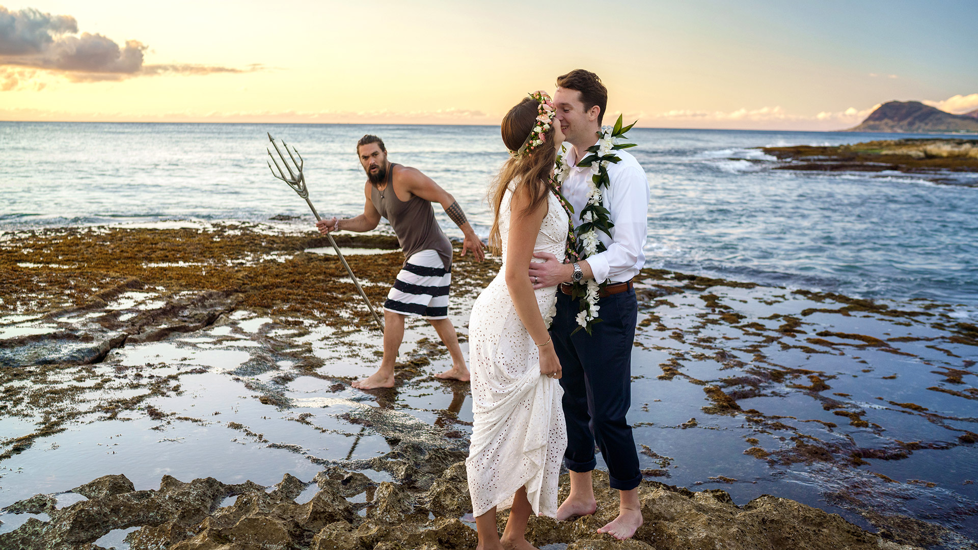Jason Momoa photobombs our wedding on Oahu, Hawaii